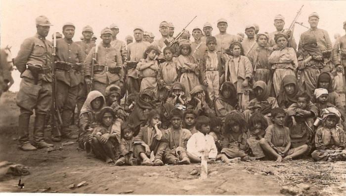 Turkish_soldiers_and_local_people_of_Dersim_region