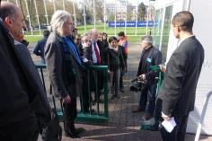 Delegación Internacional por la paz accediendo al parlamento europeo