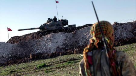kurdo-sirio-frente-a-tanque