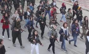 Manifestación armada de mujeres en Efrîn