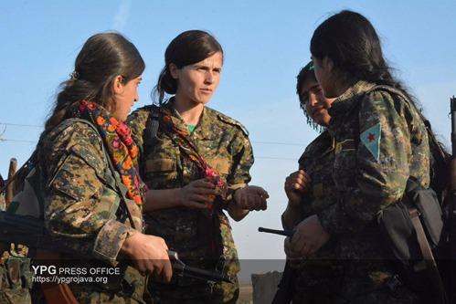 Luchadoras de YPJ participantes en la liberación de Raqqa